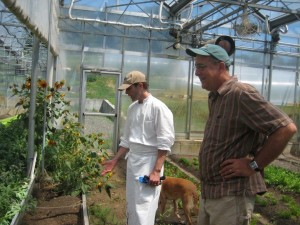 Dan Barber, left, and Stephen Jones in the greenhouse at Stone Barns Center for Food and Agriculture in New York in 2011. (Photo by Hannelore Sudermann, WSU)