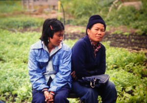Cheu Chang, right, at the Indochinese Farm Project in Woodinville in the mid-80s. Photo by Sharon Coleman/WSU.