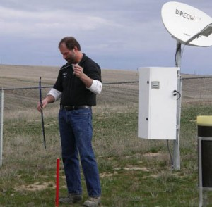 Utility worker Brian Fode collects weather data at Lind Dryland Research Station. (WSU photo)