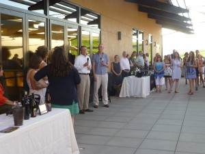 WSU Viticulture and Enology Program Director Thomas Henick-Kling thanks Vintners in the Vineyard attendees for their contributions.