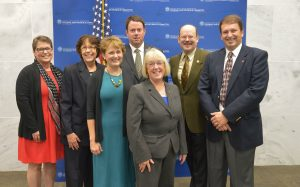 Photo of Extension leaders meeting Sen. Patty Murray.